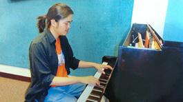 Thầy giáo tiếng Anh giỏi tiếng Pháp, mê piano cổ điển