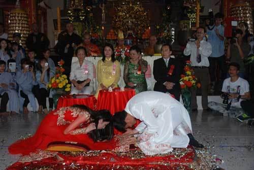 Cô dâu hãi hùng kể về tiệc cưới 'cho vàng không dám làm lại'