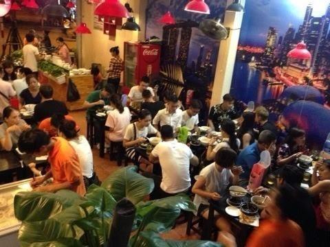 Lạ Hà Nội: Quán cháo ếch, ăn tùy thích, trả tiền tùy tâm