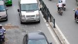 Hà Nội: Ôtô húc đổ dải phân cách, đâm xe ngược chiều