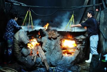 Mưu sinh trong lò hấp cá hơn 60 độ C