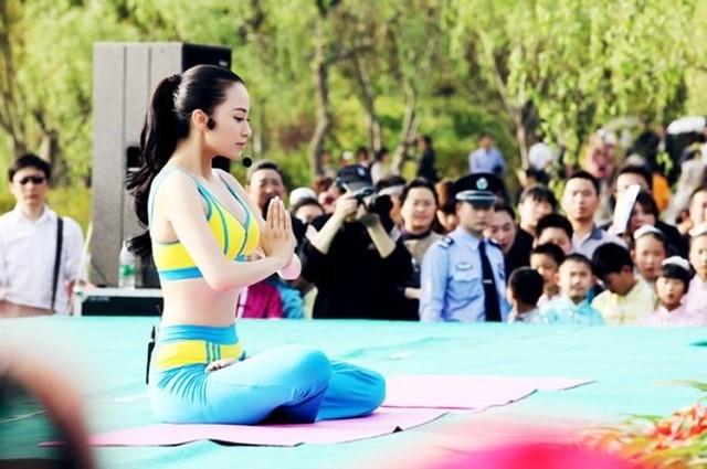 Cô giáo Yoga 'gây sốt' dân mạng vì quá xinh đẹp