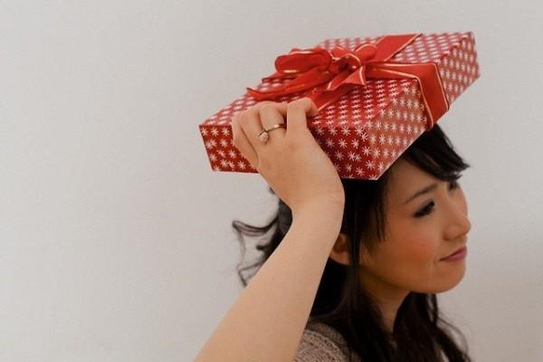 Bẽ mặt vì món quà tặng cô giáo của con bị chồng đánh tráo
