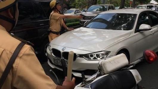 """CSGT nổ súng khống chế tài xế """"xe điên"""" ở Sài Gòn - Ảnh 2"""