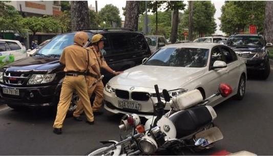 """CSGT nổ súng khống chế tài xế """"xe điên"""" ở Sài Gòn - Ảnh 3"""