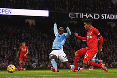 Đá thăng hoa, Liverpool nghiền nát Man City