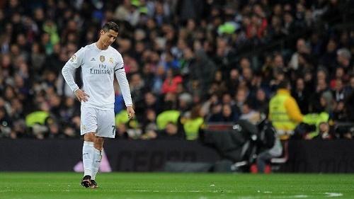 Ronaldo bị la ó, Van Gaal mời gọi về lại M.U