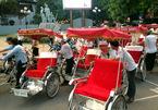 Hà Nội: Xích lô du lịch 'vây' tượng đài cảm tử