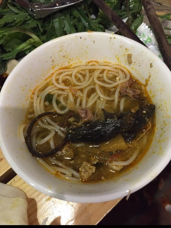 Rùng rợn đi ăn lẩu cua, gặp phải lẩu 'chuột chết' ở Sài Gòn