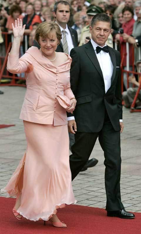 Angela Merkel, Thủ tướng Đức, châu Âu, lãnh đạo, nền kinh tế, đông dân nhất châu Âu, bà đầm thép, đàn ông, vây quanh