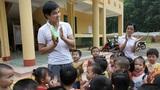 Xem thầy giáo mầm non độc nhất huyện chăm trẻ