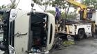 Hành khách kêu cứu trong xe khách lật ngang trên đại lộ