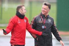 Rooney & Martial trở lại, Van Gaal thở phào