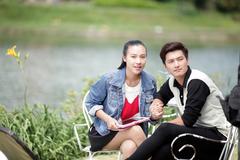 Huỳnh Anh ngại diễn cảnh tình tứ với Hoàng Oanh