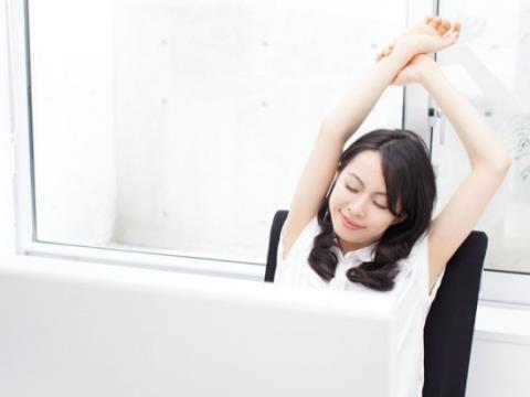 bài tập kéo giãn, nhân viên văn phòng, vận động khi ngồi lâu