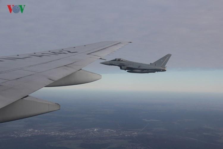 Máy bay phản lực Đức hộ tống chuyên cơ của Chủ tịch nước
