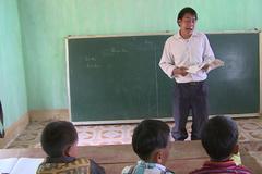 """Thầy giáo ở Hà Giang chia sẻ chuyện """"trò đọc ngược sách"""""""