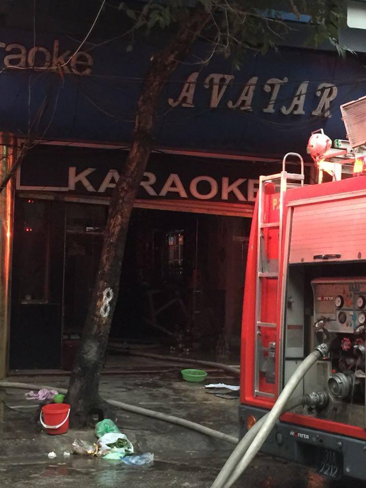 Hà Nội: Cháy quán karaoke, dân tháo chạy