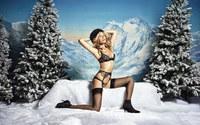 Siêu WAGs Anh khoe thân tặng fan quà Giáng sinh sớm