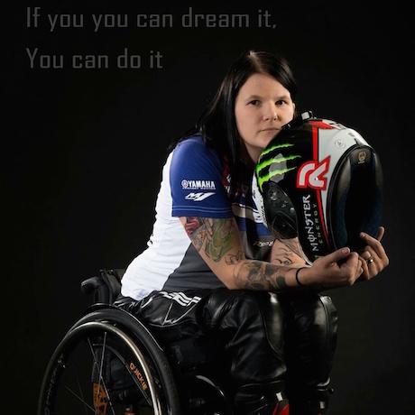 Bị khuyết tật vẫn đua mô tô thể thao