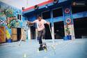 Clip: Chàng trai khuyết tật ở Sài Gòn trượt patin điêu luyện cùng đôi nạng gỗ