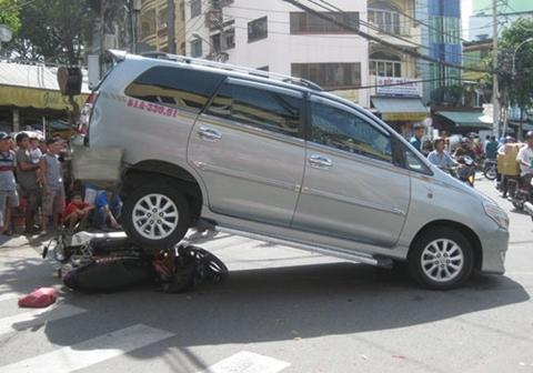 Đừng dại giao chìa khóa cho nhân viên bảo vệ, thợ rửa xe