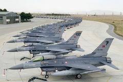 Vì sao 'lão tướng' F-16 hạ gục kiếm sĩ Su-24?