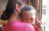 Bố mẹ đau đớn con bị mù sau khi mắt có chấm vàng