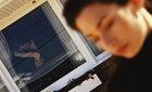 5h sáng, chồng tập thể dục trên… giường nhà hàng xóm