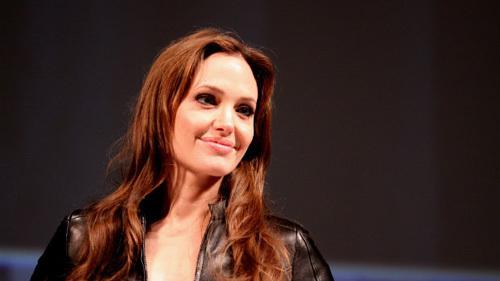 Sôi sục cắt núi đôi ngừa ung thư như Angelina Jolie