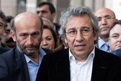 Đang lúc nóng bỏng, Thổ Nhĩ Kỳ xử 2 nhà báo