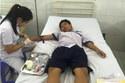 Ăn đậu hũ đóng hộp, 30 HS tiểu học nhập viện cấp cứu