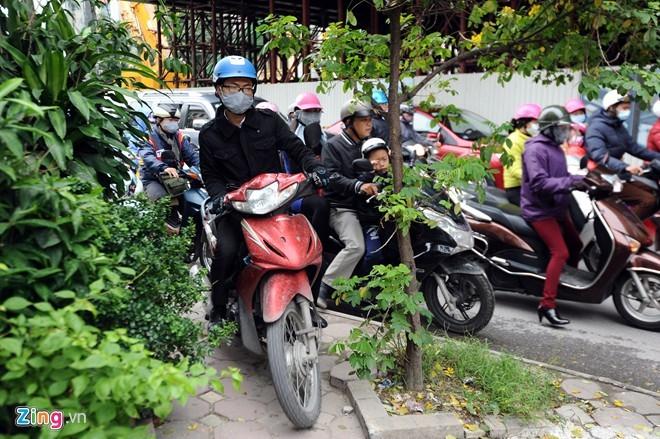 Khúc cua sợ hãi ở lô cốt khổng lồ trên đường phố