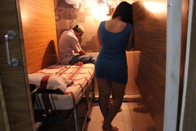 Kiểm tra phố hớt tóc kích dục ở Sài Gòn