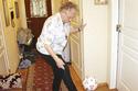 Cụ bà 90 tuổi tâng bóng điệu nghệ