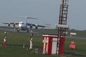 Khoảnh khắc máy bay chạm đất không thể hạ cánh vì gió bão