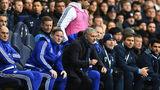 Bị chọc giận, Mourinho vẫn nhắm mắt làm ngơ