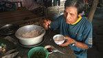 Vợ chồng già kiếm từng bữa, ước ao được khám bệnh