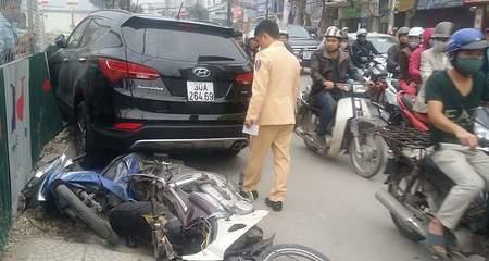 Lại xe 'điên' đâm liên hoàn trên phố Hà Nội