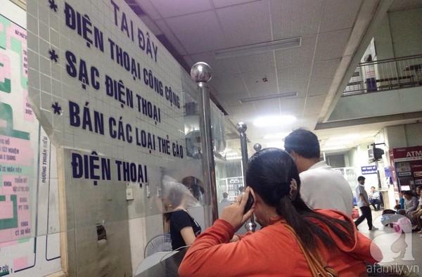 Sạc điện thoại - dịch vụ 'ăn nên làm ra' ở các bệnh viện