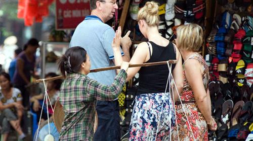 Đến Ninh Thuận chơi không được mặc áo xuyên thấu