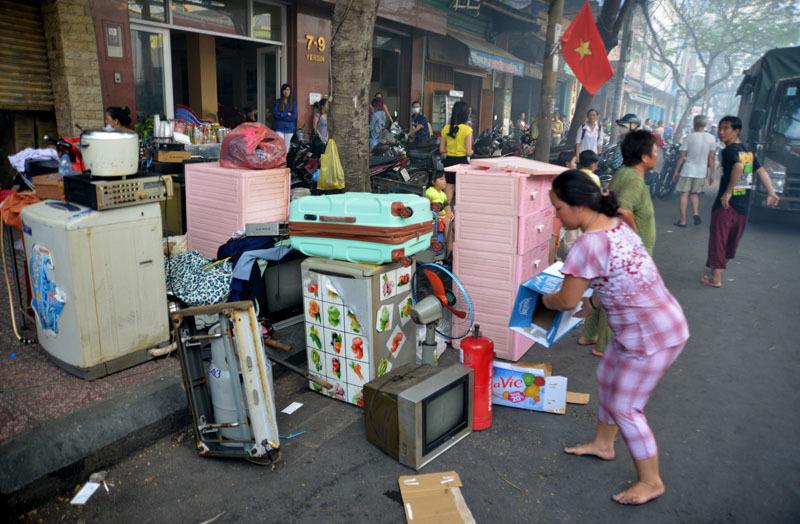 Cháy ở trung tâm Sài Gòn, hàng trăm người tháo chạy