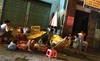 Ngủ lề đường sau vụ cháy kinh hoàng ở Sài Gòn
