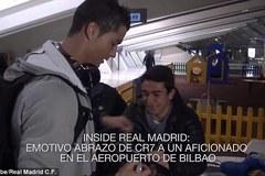 Fan nhí khóc nức nở được Ronaldo ôm an ủi