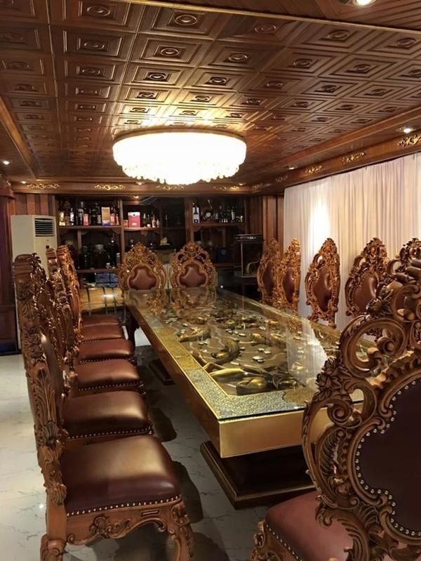 Rò rỉ nội thất đắt tiền bên trong lâu đài gà vàng trăm tỷ