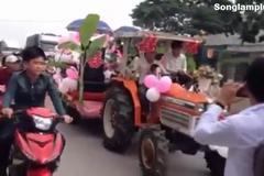 Rước dâu bằng máy cày đại náo quốc lộ
