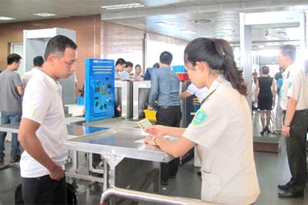 Nữ hành khách bị 'tóm' vì giả mạo giấy tờ đi máy bay