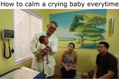 Clip: Tuyệt chiêu dỗ bé nín khóc thần kỳ của bác sĩ Tây