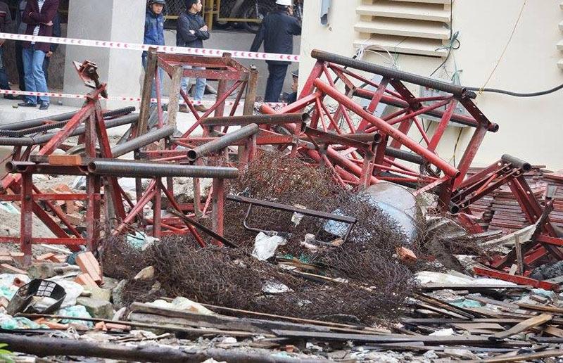 Hà Nội: Rơi thang máy xây dựng, 2 người chết