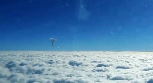 10 clip 'nóng': UFO khổng lồ nhả cầu sáng trên trời Ấn Độ